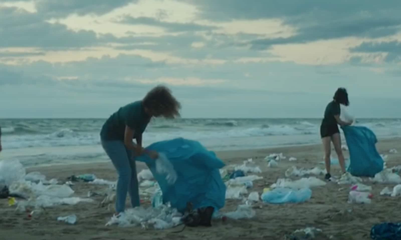 aquamed-video-la-bottiglia-perfetta-anti-inquinamento
